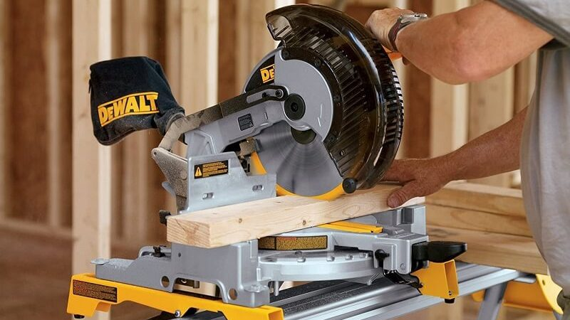 Top 3 Best 10 Inch Sliding Compound Miter Saw On The Market [2021 Updated]